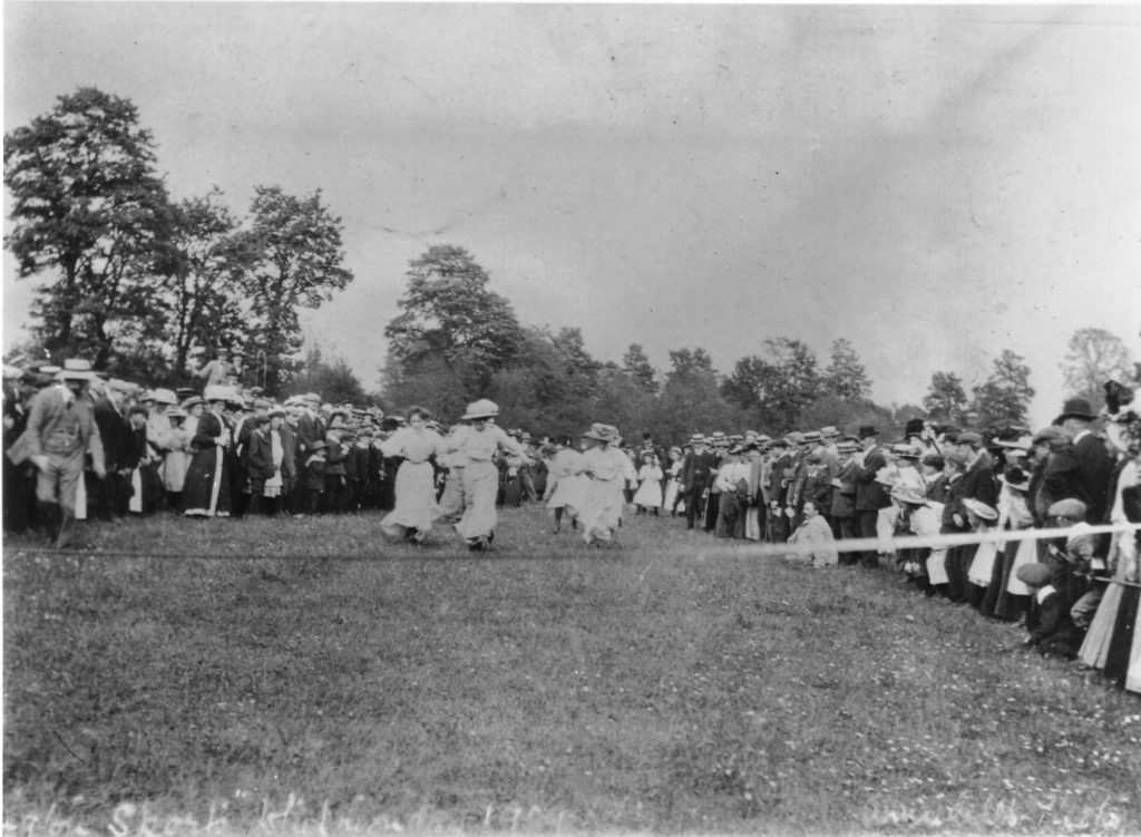 Bledington Sports Day, 1909